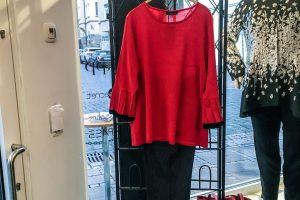 Unser Look der Woche – Schick in Strick – ein tolles Rot gehört in jeden Schrank