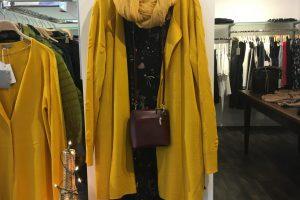 Tolle Teile 50 % reduziert* – Tragen Sie dieses Kleid mit lustigen Ornamenten und darauf das gelbe Chasuble, ein echter Hingucker !