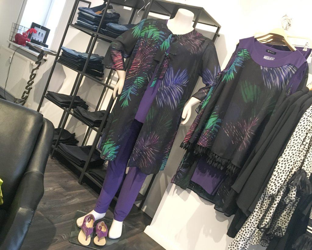 Unser Look der Woche - Für eine Festivität kleiden wir Sie gerne ein – Es darf wieder lila sein